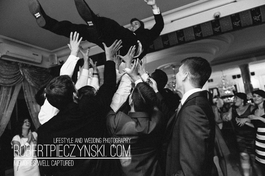 KKA-6623- robert pieczyński lifestyle and wedding photography fotografia ślubna zdjęcia ślubne fotograf szczecin stargard warszawa berlin poznań wrocław dworek hetmański